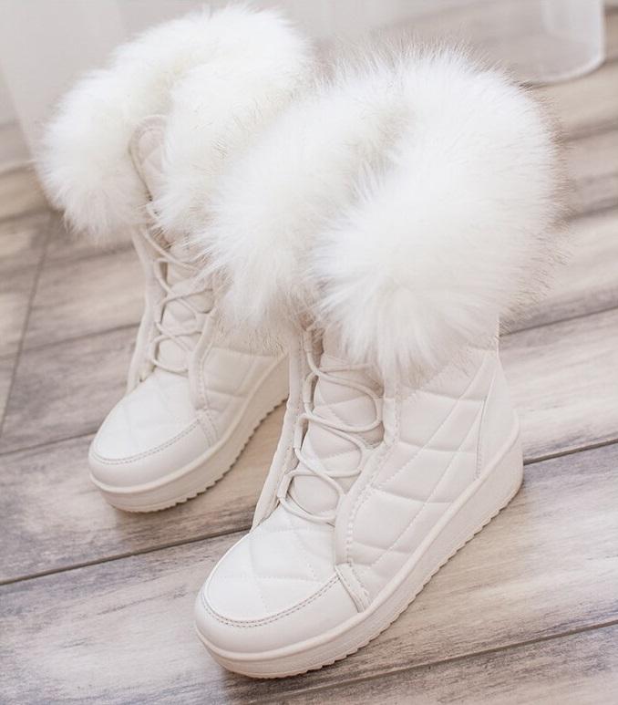 e8ac7c0963cc Dámske biele čižmy s kožušinou - Dámske topánky